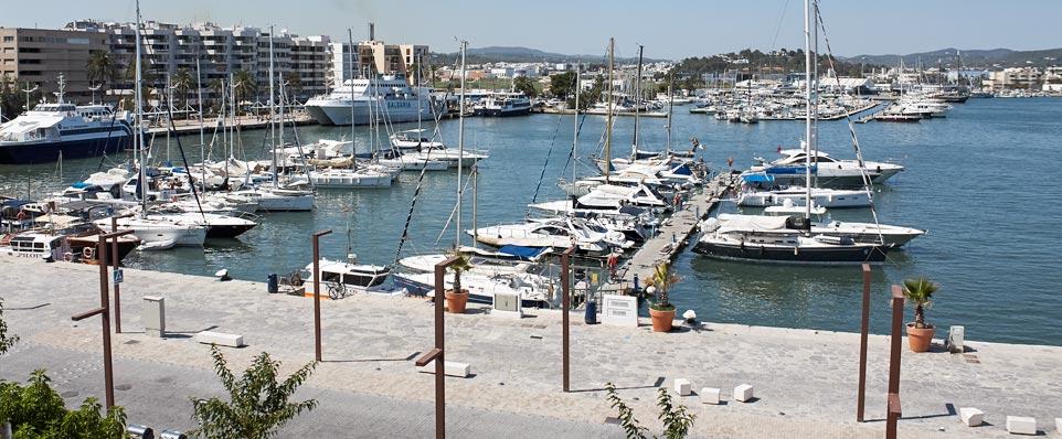 Hostal en el puerto mar timo casco antiguo y centro de ibiza situaci n - Restaurantes en el puerto de ibiza ...